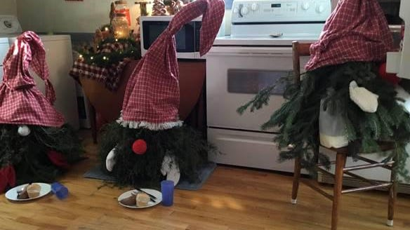 Angie Berry's gnomes are entered into a decorating contest that has them breaking into her kitchen to eat turkey.