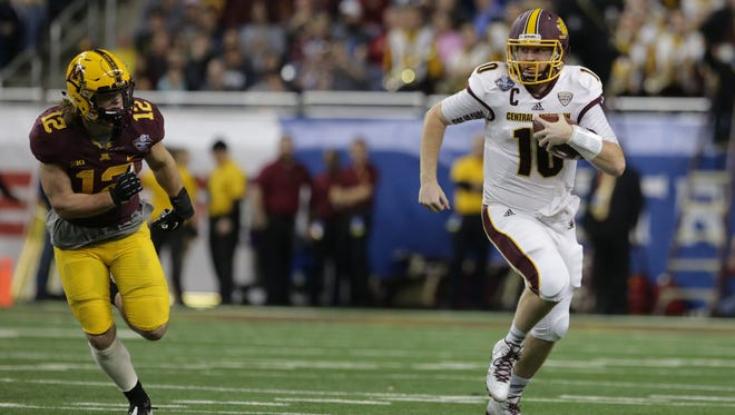 Central Michigan's Cooper Rush (10) runs the ball against Minnesota during the Quick Lane Bowl at Ford Field in Detroit on Monday December 28, 2015 as Central Michigan plays Minnesota.