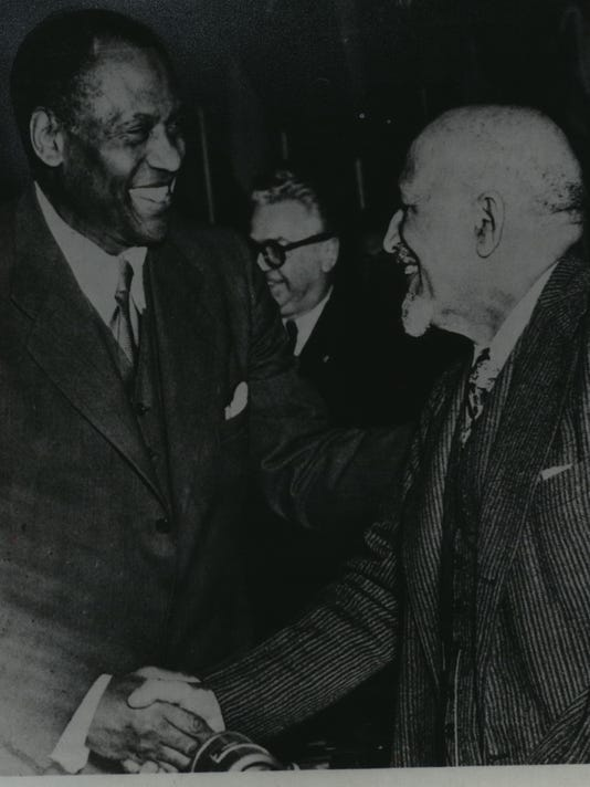 1949 Press Photo William E.B. du Bois and Paul Robeson at World Peace Conference