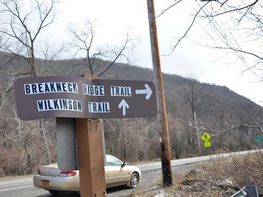 A sign leads hikers from the Metro-North rail stop