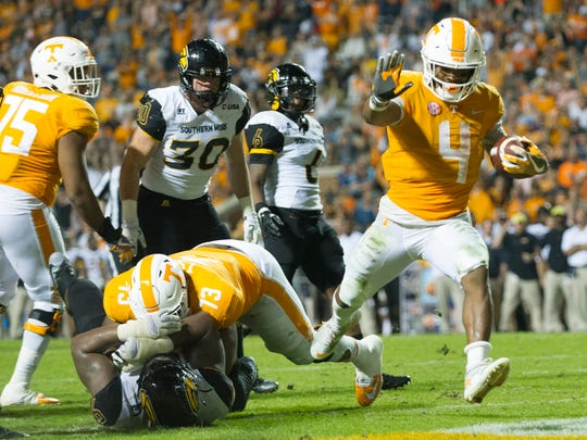 Tennessee running back John Kelly (4) runs into the