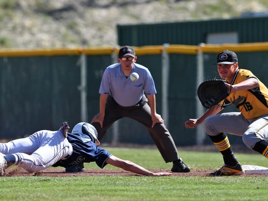Damonte's Eric Bris avoids getting picked-off at second