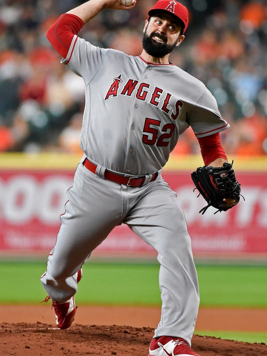 Los Angeles Angels starting pitcher Matt Shoemaker delivers during the first inning of a baseball game against the Houston Astros, Friday, July 22, 2016, in Houston. (AP Photo/Eric Christian Smith)