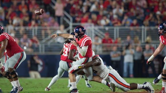 Auburn defensive lineman Carl Lawson (55) rushes Mississippi