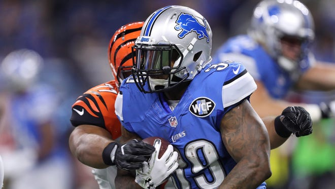 Detroit Lions running back Stevan Ridley (39) gets tackled by Cincinnati Bengals defensive tackle David Dean (71) during the fourth quarter at Ford Field. Bengals win 30-14.