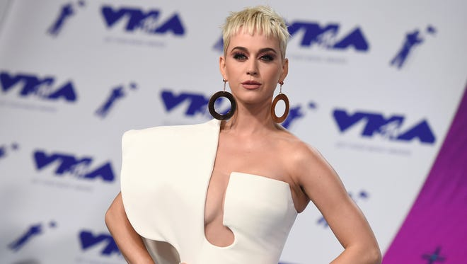 Katy Perry arrives at the 2017 MTV Video Music Awards in Inglewood, Calif.