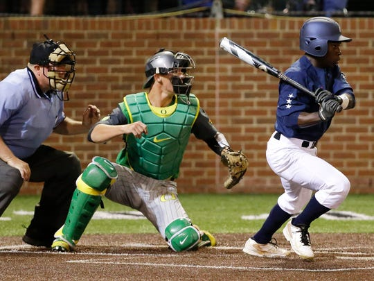 Vanderbilt's Ro Coleman hits a pinch-hit single with the bases loaded in the bottom of the ninth to drive in the winning run and give Vanderbilt a 3-2 win over Oregon in the finals of the Nashville Regional.
