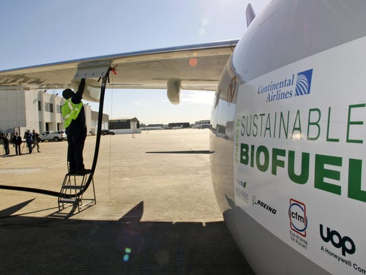 Continental Airlines Biofuel, Monte Hawkins