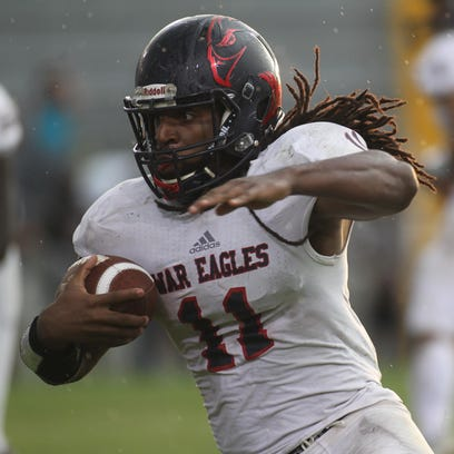 Wakulla running back Demarcus Lindsey runs around the
