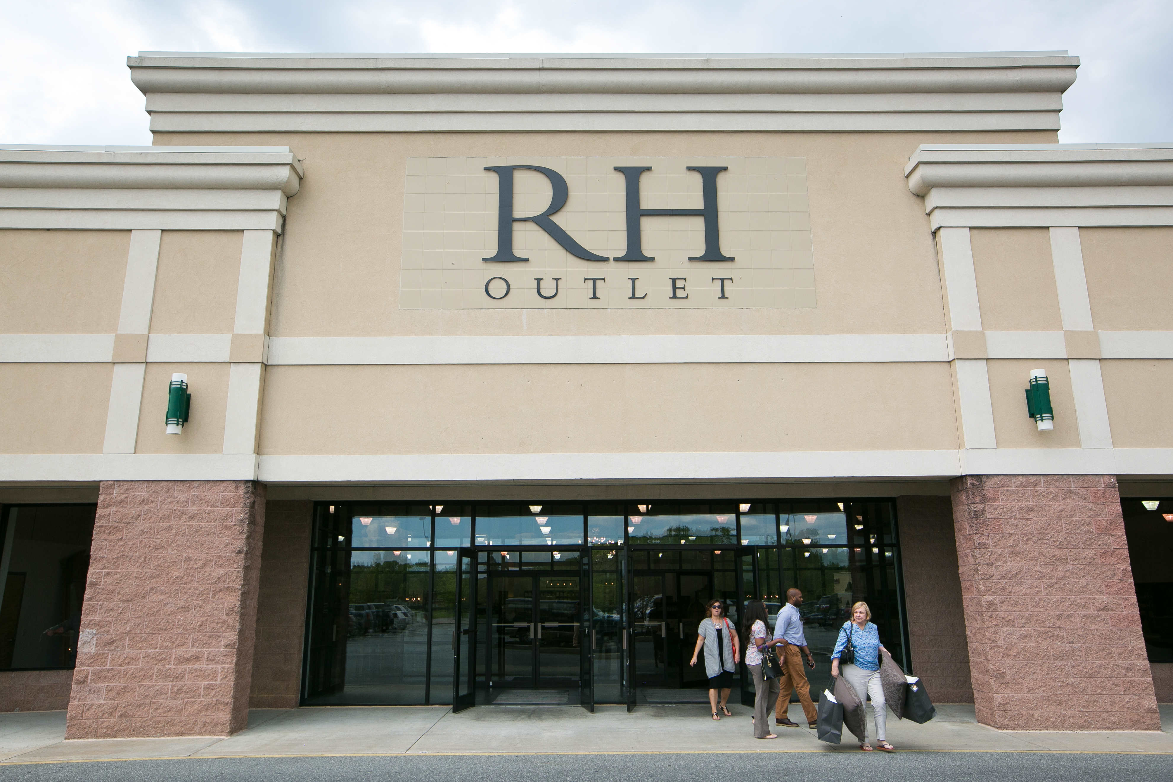 restoration hardware outlet opens in christiana raymour flanigan rh delawareonline com kitchen store wilmington de kitchen store wilmington de