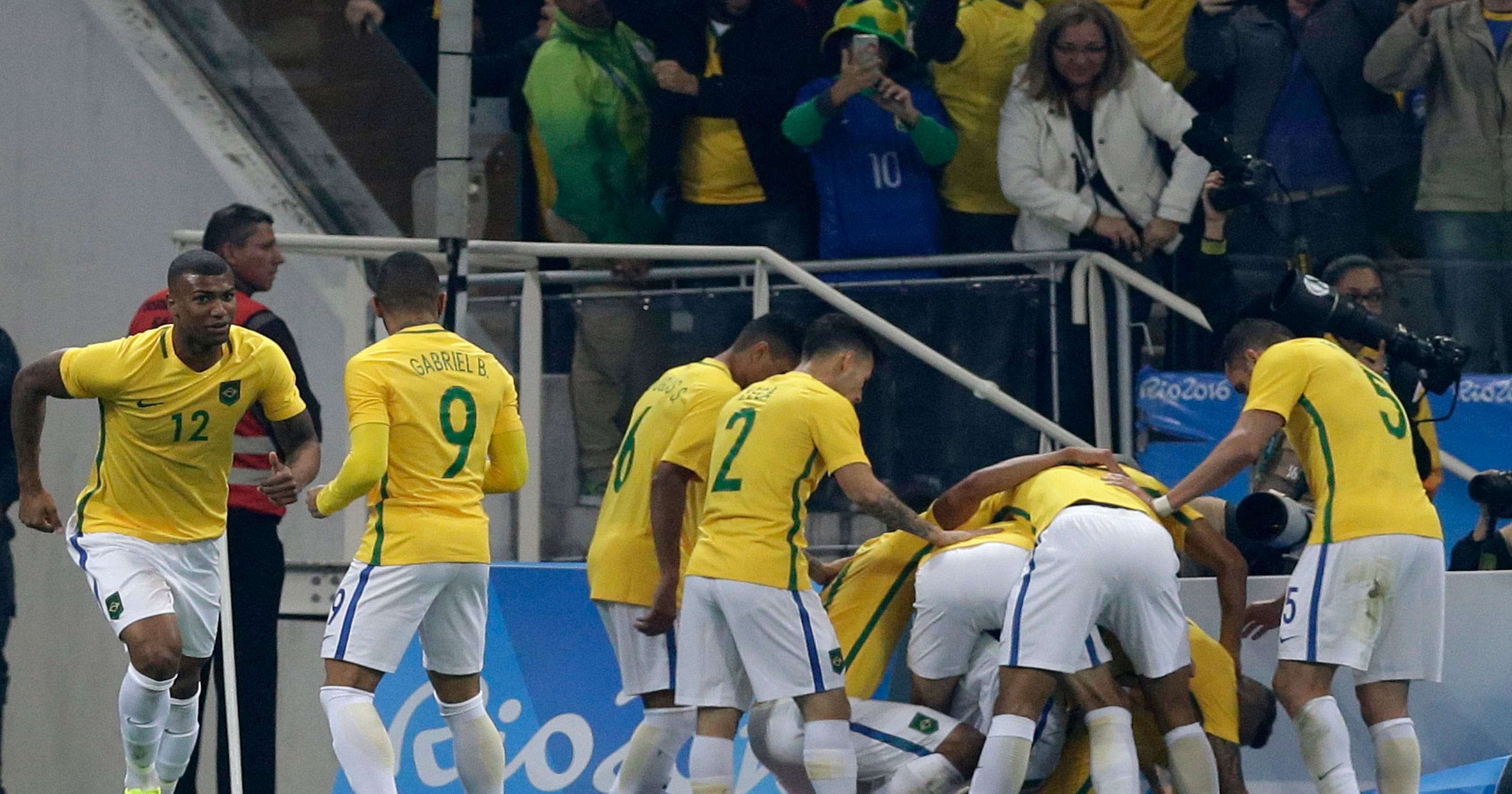 5c24c37343208 Neymar leads Brazil into men s soccer semifinals