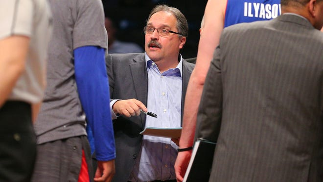 Detroit Pistons coach Stan Van Gundy huddles with his players against the Brooklyn Nets.