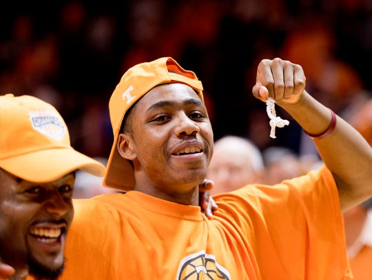 Tennessee guard Chris Darrington (32) holds his piece