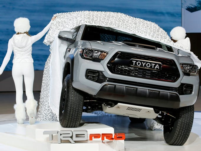 A pair of models take the wraps off the 2017 Toyota