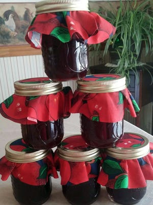 Blackberry jelly ready for gift giving. Yes, the newsroom did get a jar to try! Thanks, Pat.
