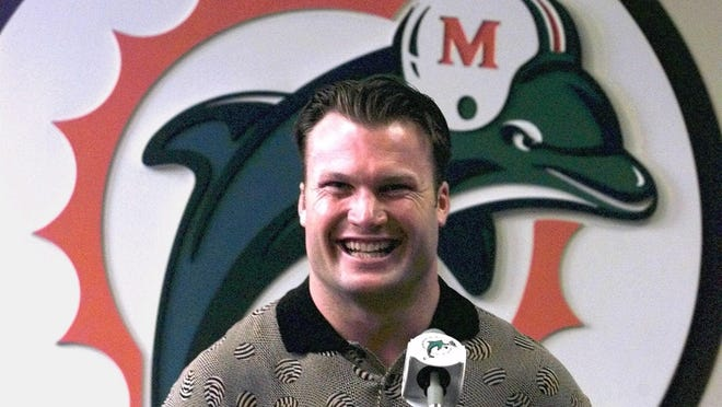 Dolphins linebacker Zach Thomas in 1999.