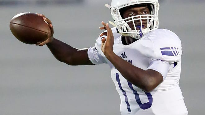 Elgin quarterback Peter McFarlin had 270 total yards of offense in the Wildcats' 37-17 win over Bastrop Friday.