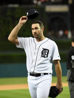 Tigers pitcher Justin Verlander tips his cap to the