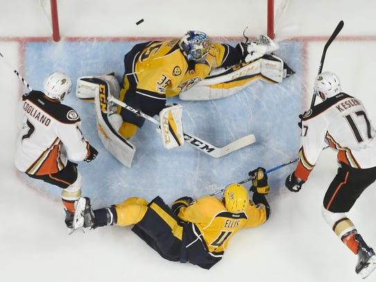 Nashville Predators goalie Pekka Rinne (35) has a puck