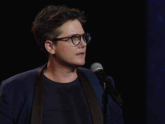 636663921943977116-HannahGadsby-07.png