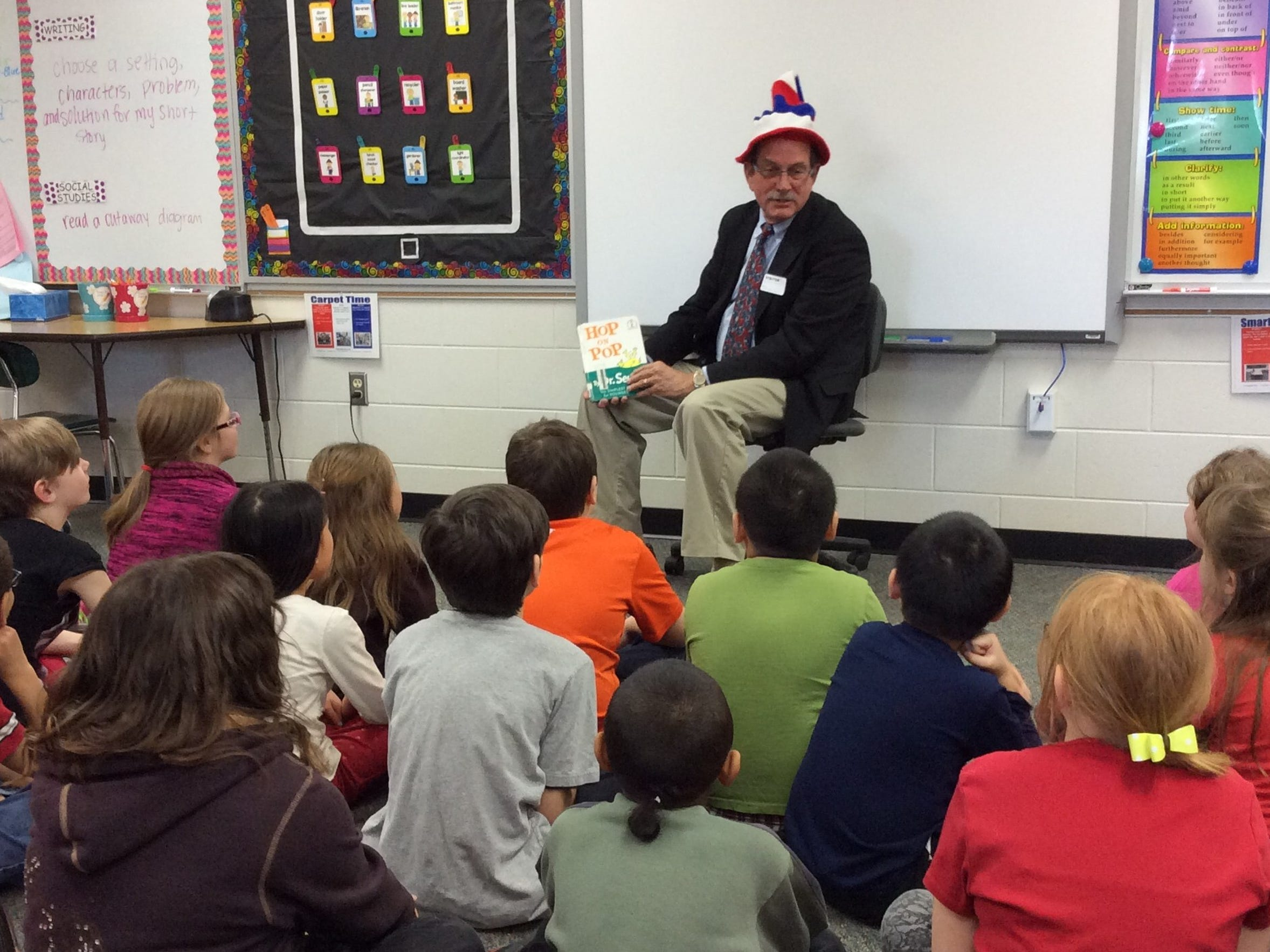 Wausau Mayor Jim Tipple reads to third-grade students
