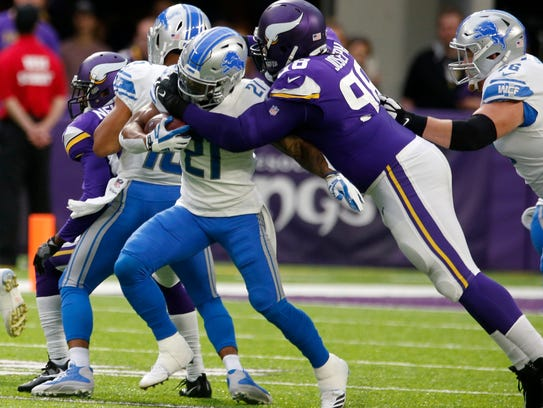 Lions running back Ameer Abdullah (21) is tackled by