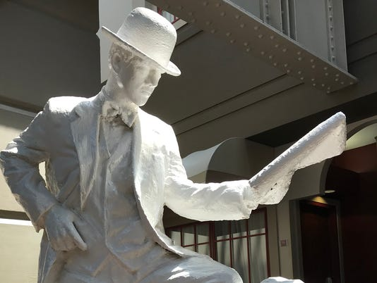 636681308630878937-Crowne-Plaza-ghost-shoe-shine-statue.jpg
