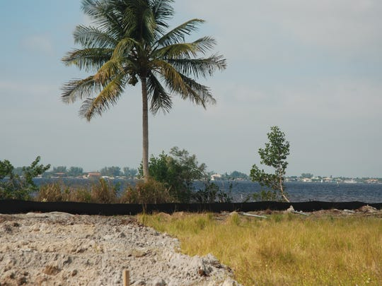 One of the lots at Waters Edge is right on the Caloosahatchee River