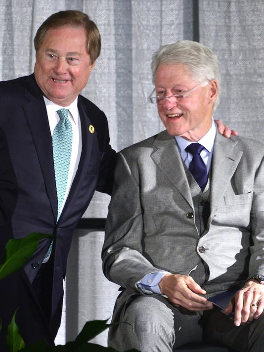 -111815-dy-Clinton0179.jpg_20151201.jpg
