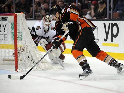 February 5, 2016: Anaheim Ducks center Mike Santorelli