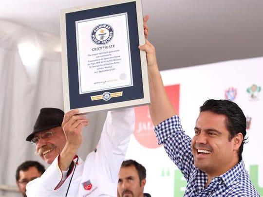 El Gobernador de Jalisco, Aristoteles Sandoval (d),