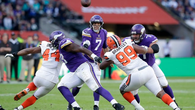 Minnesota Vikings quarterback Case Keenum (7) throws during the first quarter of an NFL football game against Cleveland Browns at Twickenham Stadium in London, Sunday Oct. 29, 2017.
