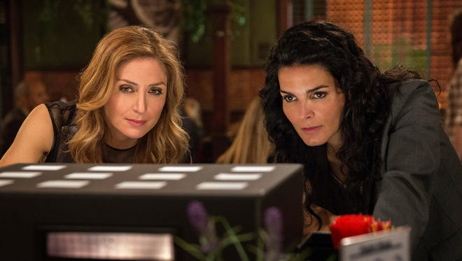 Sasha Alexander and Angie Harmon star in 'Rizzolli and Isles.'