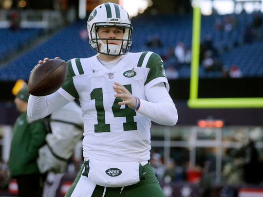 New York Jets quarterback Sam Darnold warms up before an NFL football game against the New England Patriots, Sunday, Dec. 30, 2018, in Foxborough, Mass. (AP Photo/Steven Senne)