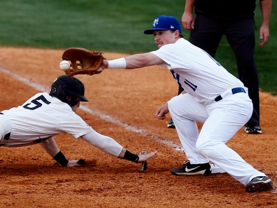 MTSU's Aaron Aucker (11) tries to pick off Vanderbilt's Philip Clarke (5) during the game at MTSU on Tuesday, April 3, 2018.