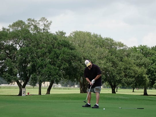 Ed Piazza putts at Vermilion Oaks Country Club in Abbeville