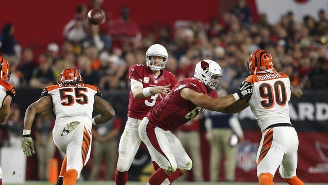 Arizona Cardinals QB Carson Palmer throws a pass against the Cincinnati Bengals during the third quarter of NFL action November 22, 2015 in Glendale, Ariz.
