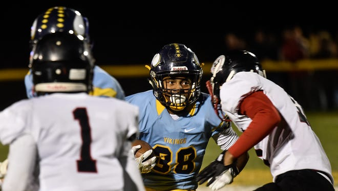 River Valley's Michael Blevins runs the ball against Marion Harding last season. High school football fans can see immediate results on Twitter, MarionStar.com and the Star's digital app as well as wait until Sunday's print edition.