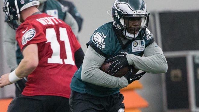 Eagles running back Wendell Smallwood, shown during the spring OTAs, missed Wednesday's practice with a quad strain.