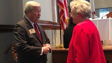 Gov. Kay Ivey praises Alabama employment, F-35s in morning breakfast with chamber