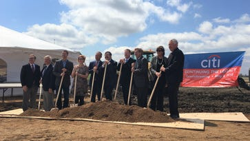Dignitaries break ground on new Citibank campus in Sioux Falls