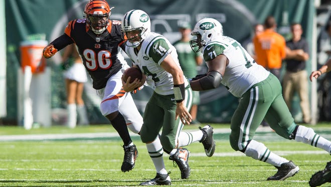 New York Jets quarterback Ryan Fitzpatrick (14) runs the ball against the Cincinnati Bengals in the second half at MetLife Stadium on Sunday. The Bengals defeated the Jets 23-22.