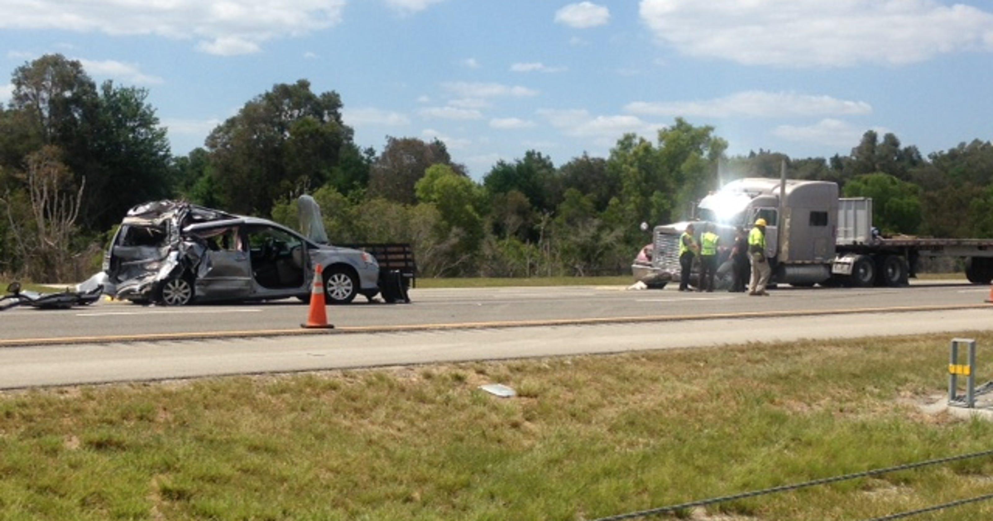 Sarasota man dies in four-vehicle crash on I-75 in Lee County