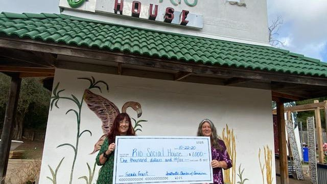 The Smithville Chamber of Commerce recently awarded Rio Social House a façade grant.