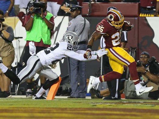Washington Redskins running back Chris Thompson scores