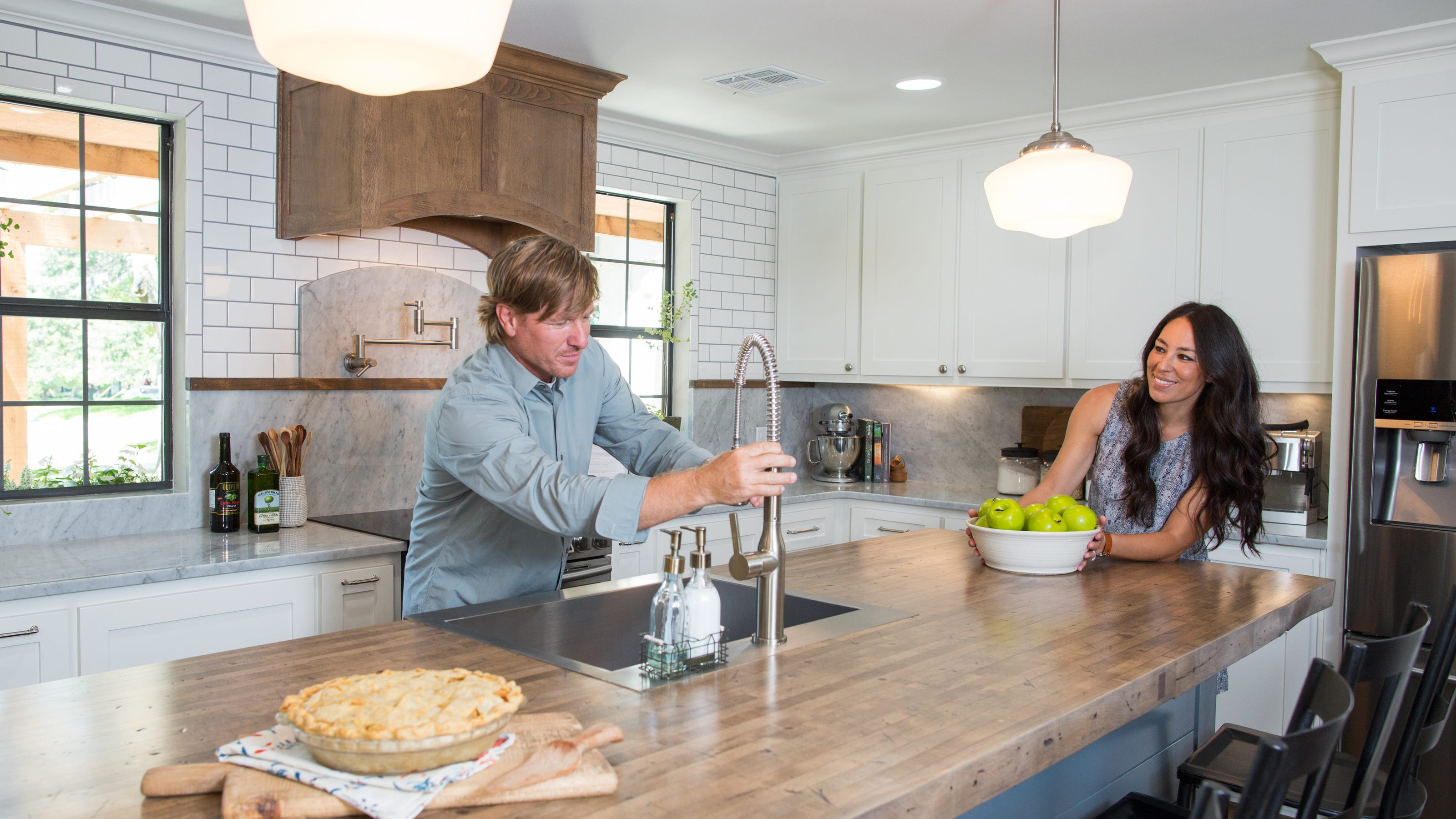 Chips Et Joanna Gaines chip-joanna-gaines-fixer-upper-fake