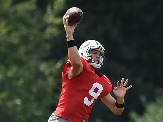 New York Jets quarterback Bryce Petty (9) throws the