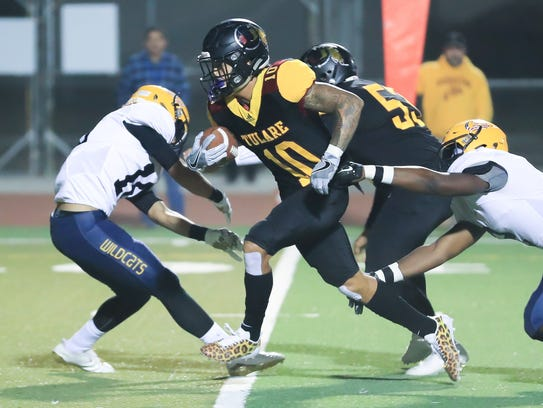 Tulare Union's Kazmeir Allen (10) breaks free from