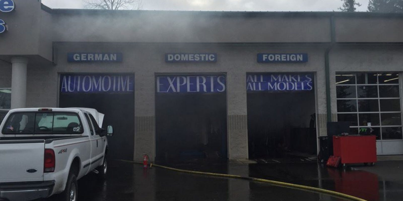 one injured in kent auto repair shop explosion. Black Bedroom Furniture Sets. Home Design Ideas