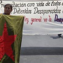 """Asociaciones contra la desaparición forzada en México pidieron hoy al Gobierno que emprenda acciones para frenar este fenómeno, ya que su inacción lleva a los familiares de las víctimas a afrontar """"todo tipo de peligros"""" para hallar a sus desaparecidos."""